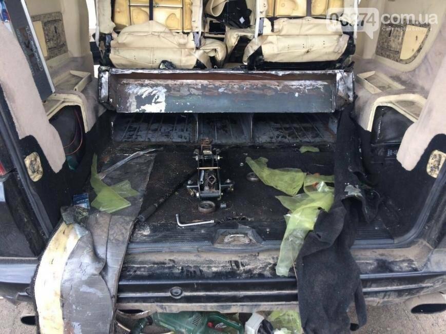 В Бахмутском районе задержали водителя, который вез в тайнике сигареты на 100 тыс. гривен (ВИДЕО), фото-1