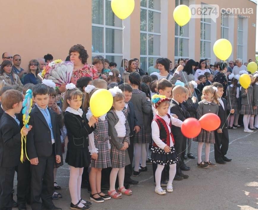 В школах Бахмута прозвенели «Последние звонки» (ФОТОРЕПОРТАЖ), фото-12