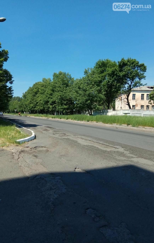В Бахмуте ремонтируют дороги и тротуары (ФОТОФАКТ), фото-1