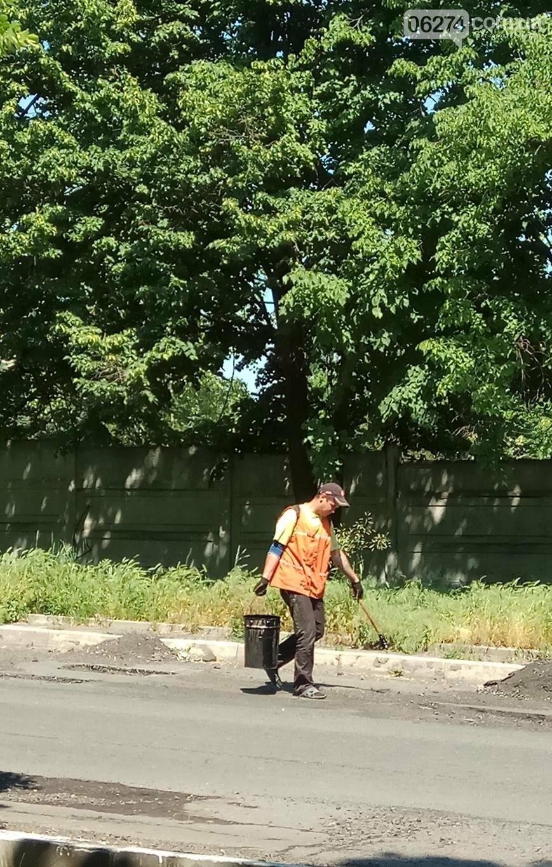 В Бахмуте ремонтируют дороги и тротуары (ФОТОФАКТ), фото-4