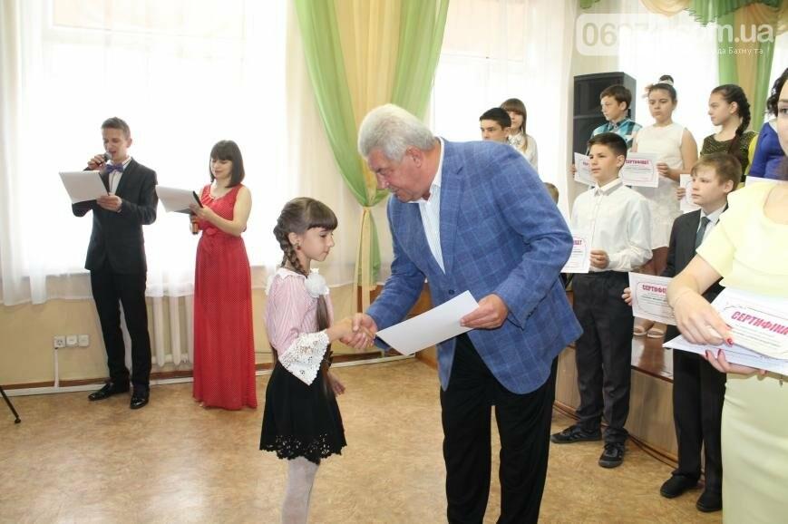 Одаренные дети Бахмута получили стипендии за свое творчество (ФОТО), фото-2
