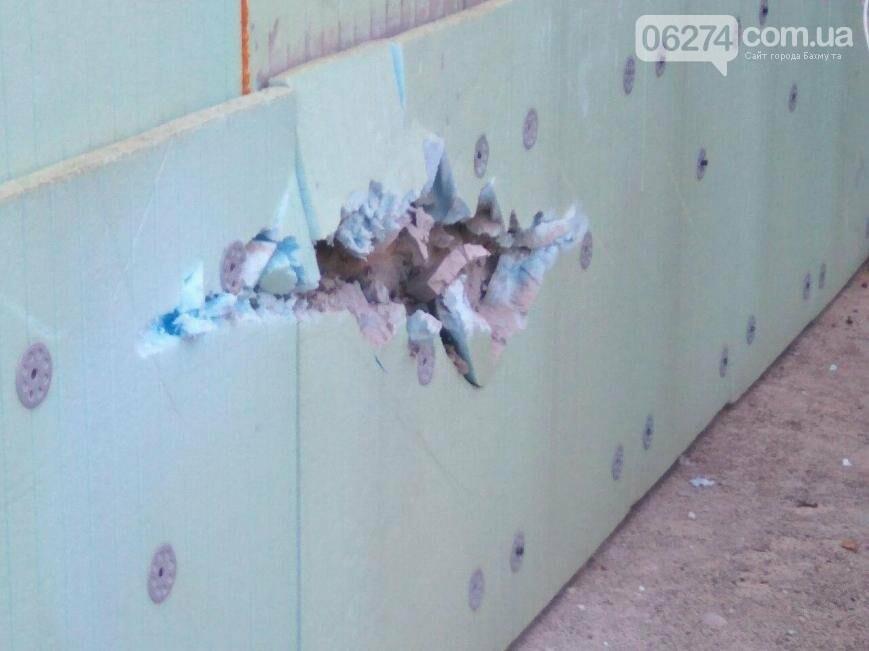 Боевики обстреляли из зенитной установки жилые дома в Бахмутском районе (ФОТО), фото-1