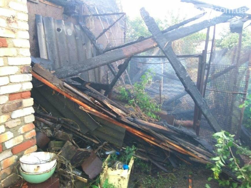 Боевики обстреляли из зенитной установки жилые дома в Бахмутском районе (ФОТО), фото-2