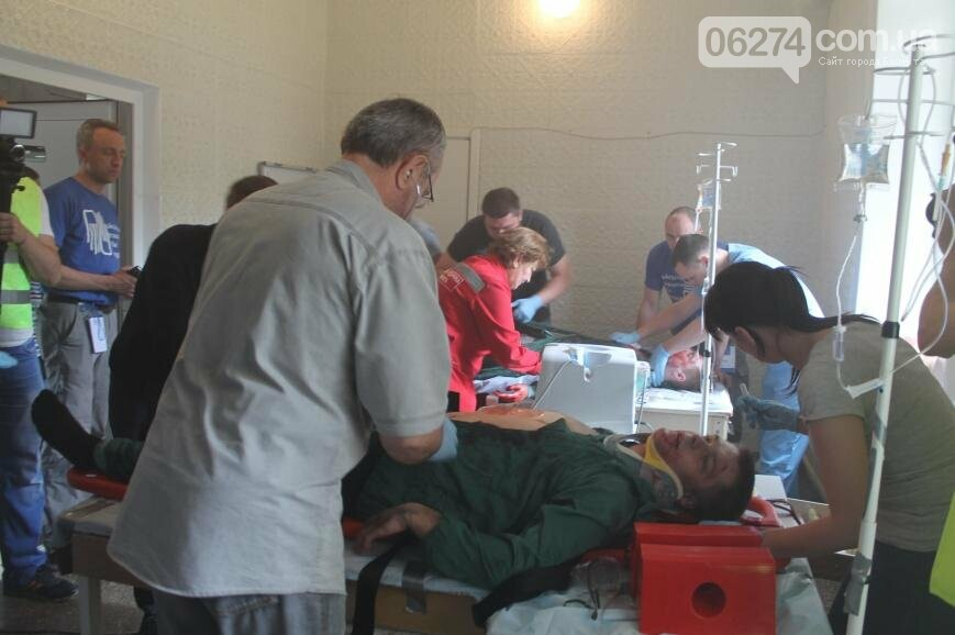 12 «пострадавших школьников» спасали врачи Бахмута после «взрыва» (ФОТО), фото-5