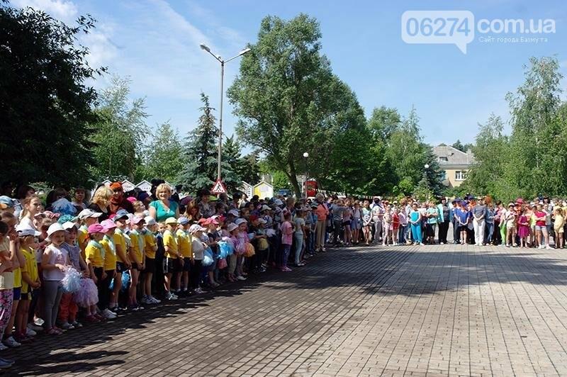 Полицейские Бахмута устроили для детей праздник дорожной безопасности (ВИДЕО), фото-29