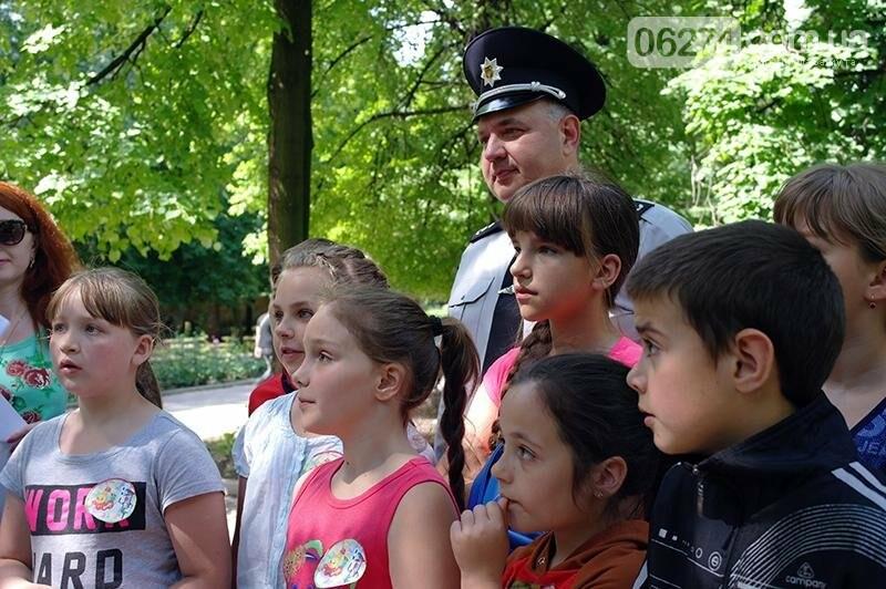 Полицейские Бахмута устроили для детей праздник дорожной безопасности (ВИДЕО), фото-26