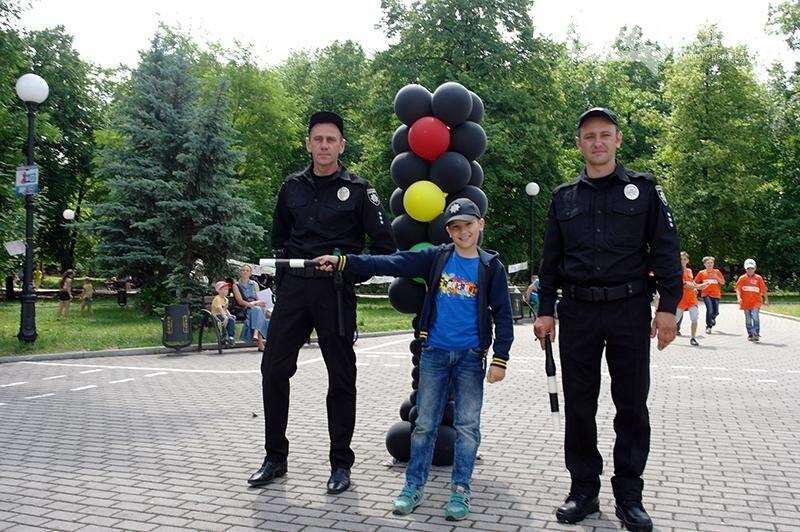 Полицейские Бахмута устроили для детей праздник дорожной безопасности (ВИДЕО), фото-11