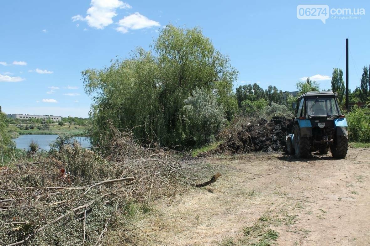 Жарко всем: работы на пруду Забахмутки еще не закончены, но местные уже купаются (ФОТОФАКТ), фото-4