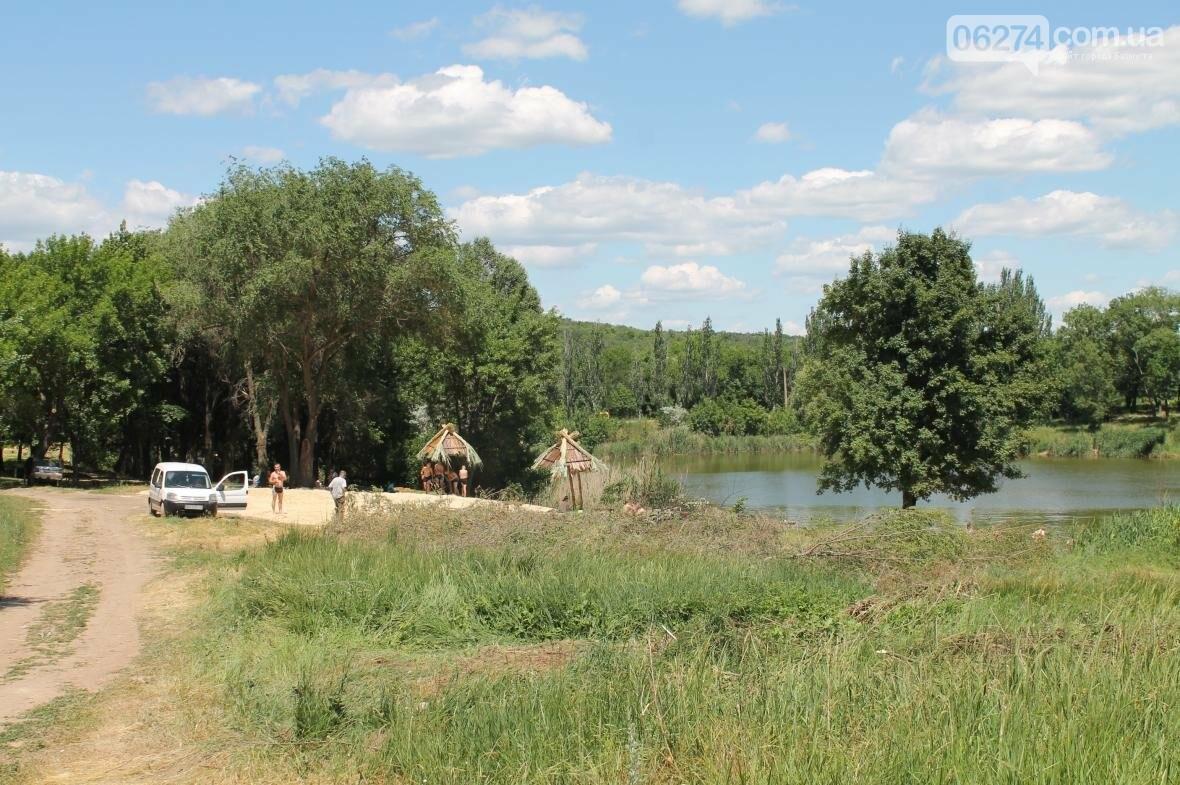 Жарко всем: работы на пруду Забахмутки еще не закончены, но местные уже купаются (ФОТОФАКТ), фото-3