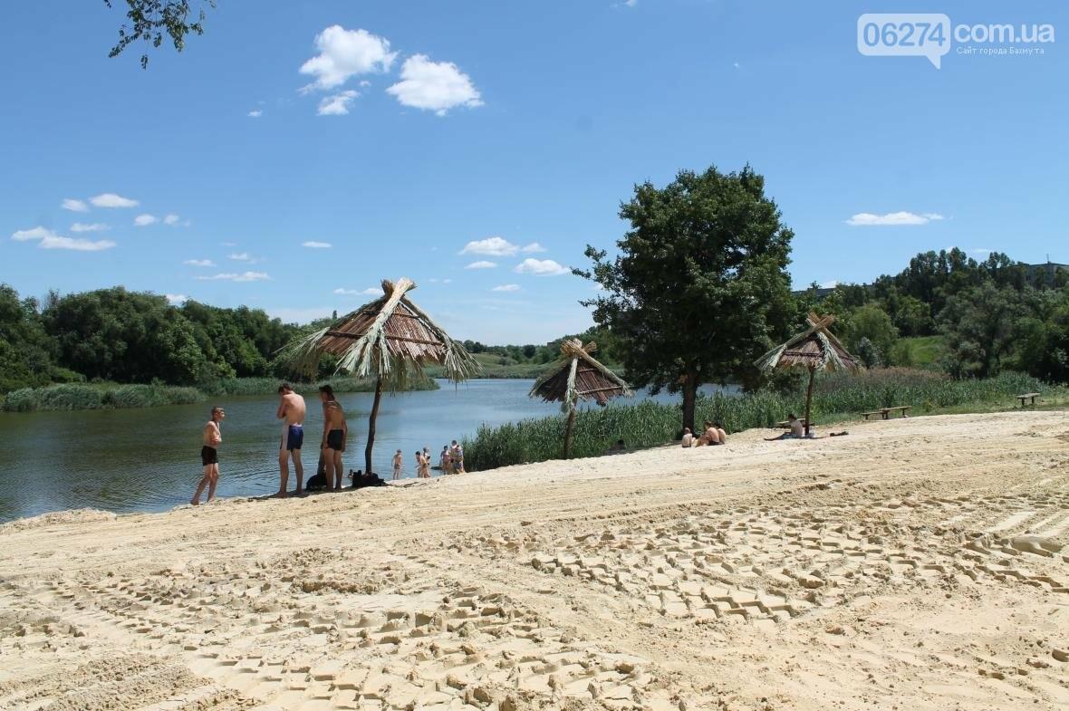 Жарко всем: работы на пруду Забахмутки еще не закончены, но местные уже купаются (ФОТОФАКТ), фото-2