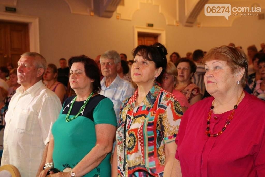 Бахмут отметил День Конституции Украины (ФОТО), фото-2