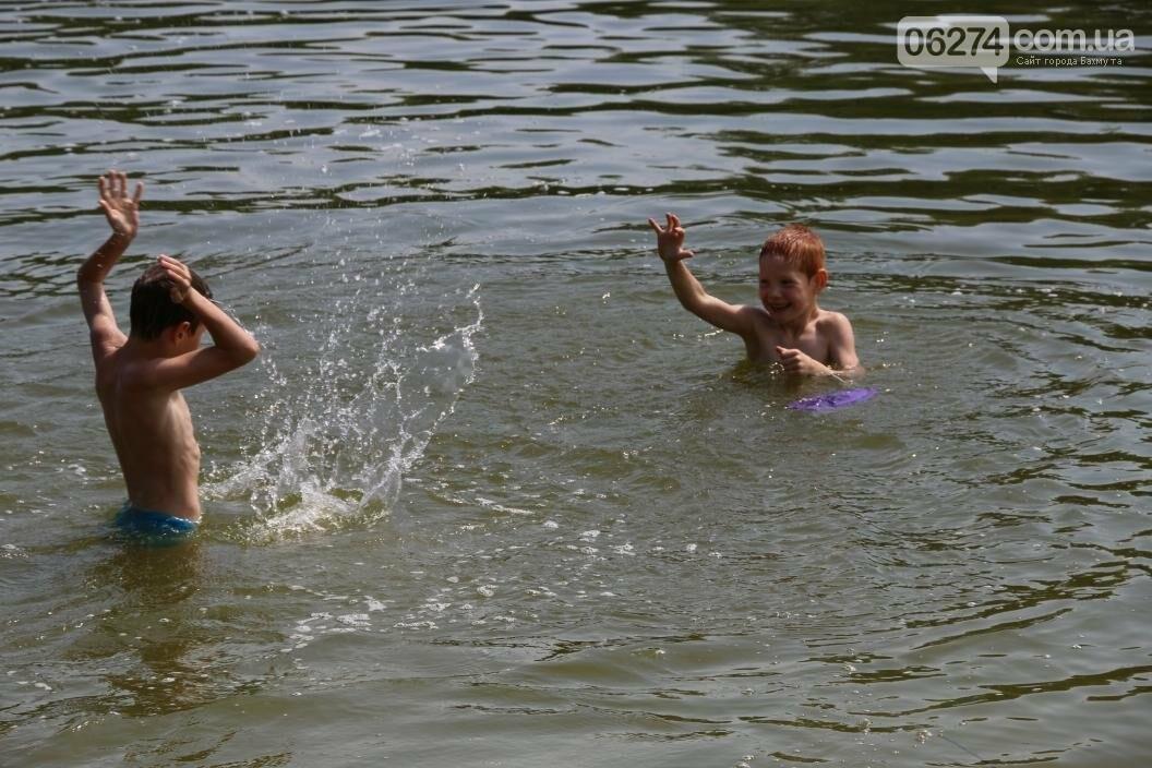 Купальный сезон и пикники: бахмутчане спасаются от июньской жары, фото-5