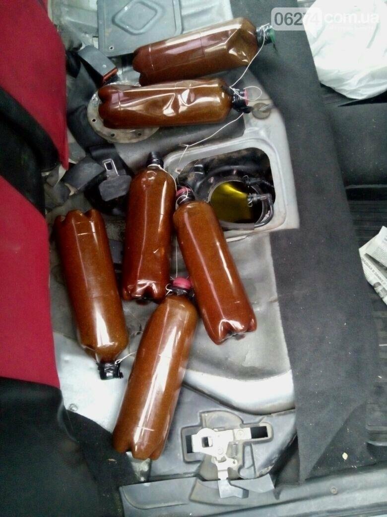 Шесть бутылок с наркотиками обнаружили пограничники у водителя в Бахмутском районе (ВИДЕО), фото-2