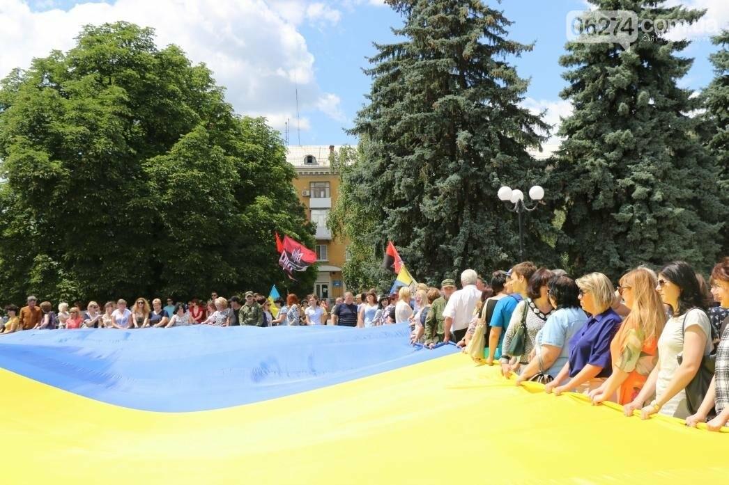 В Бахмуте развернули один из самых больших национальных флагов в Украине, фото-1