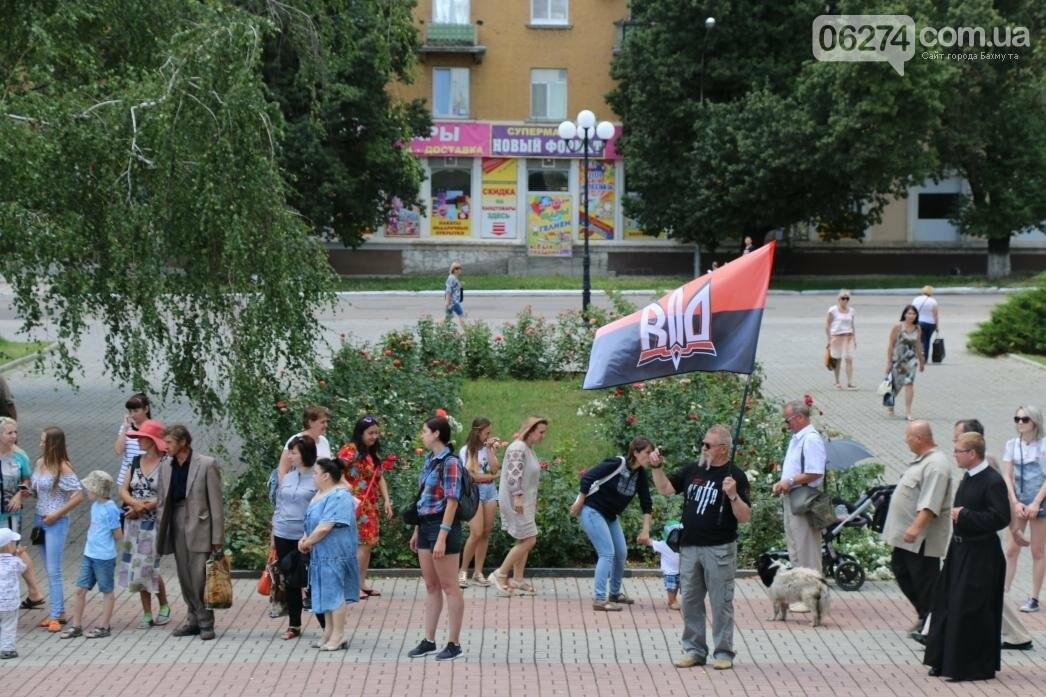 В Бахмуте развернули один из самых больших национальных флагов в Украине, фото-9