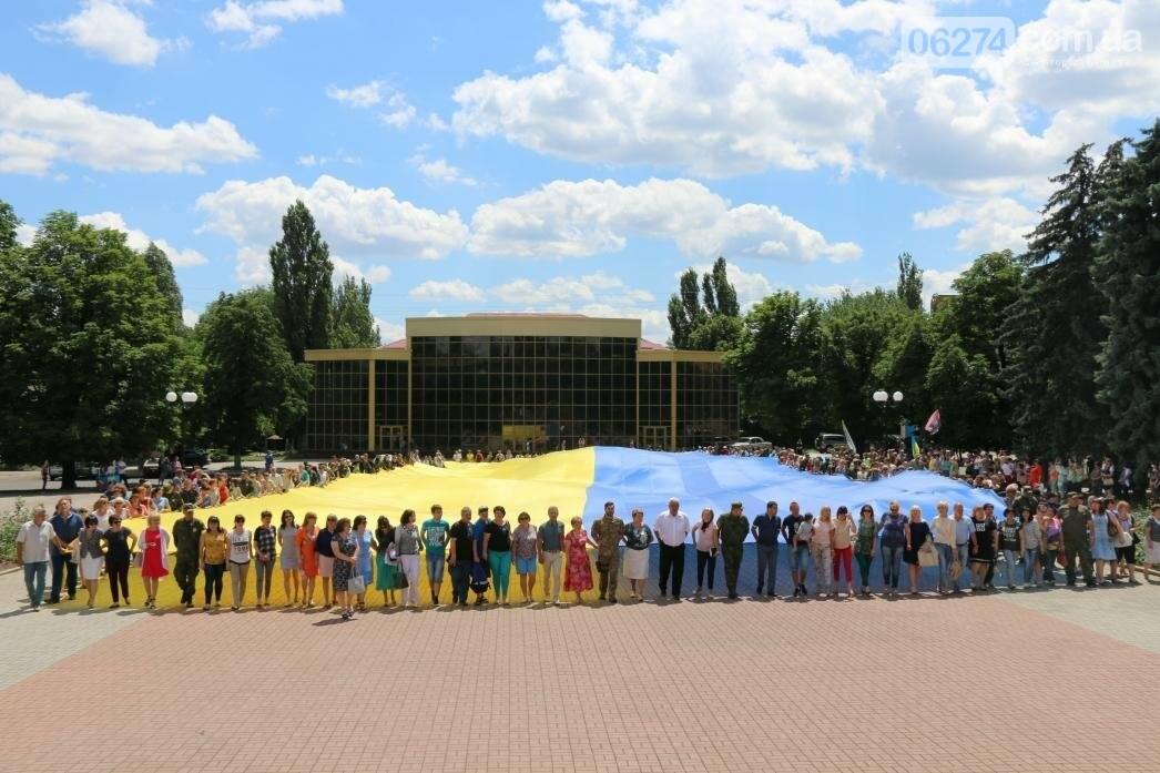 В Бахмуте развернули один из самых больших национальных флагов в Украине, фото-10