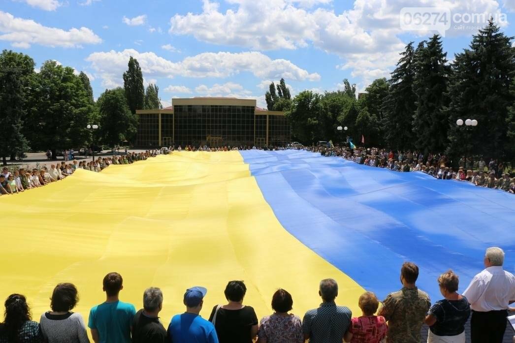 В Бахмуте развернули один из самых больших национальных флагов в Украине, фото-12