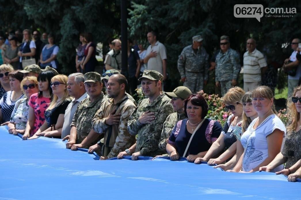 В Бахмуте развернули один из самых больших национальных флагов в Украине, фото-4