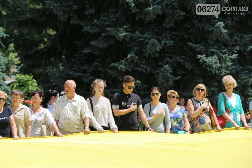 В Бахмуте развернули один из самых больших национальных флагов в Украине, фото-5