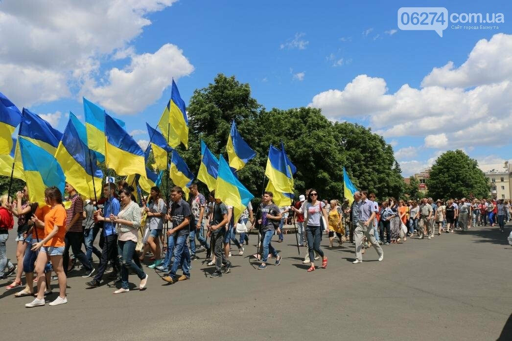 В Бахмуте развернули один из самых больших национальных флагов в Украине, фото-14