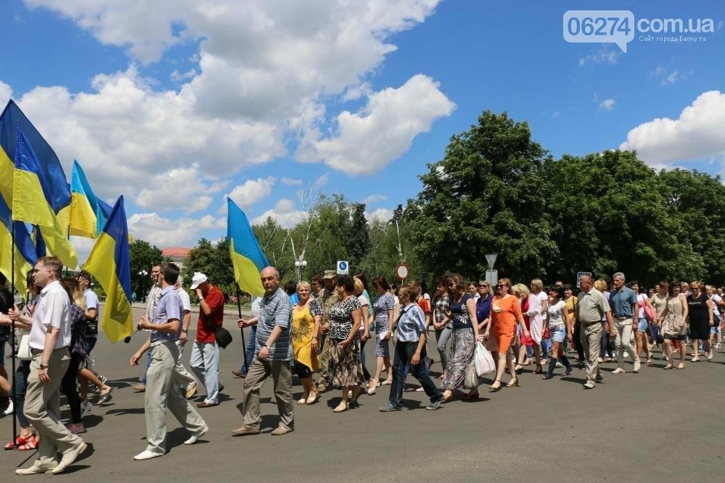 В Бахмуте развернули один из самых больших национальных флагов в Украине, фото-15