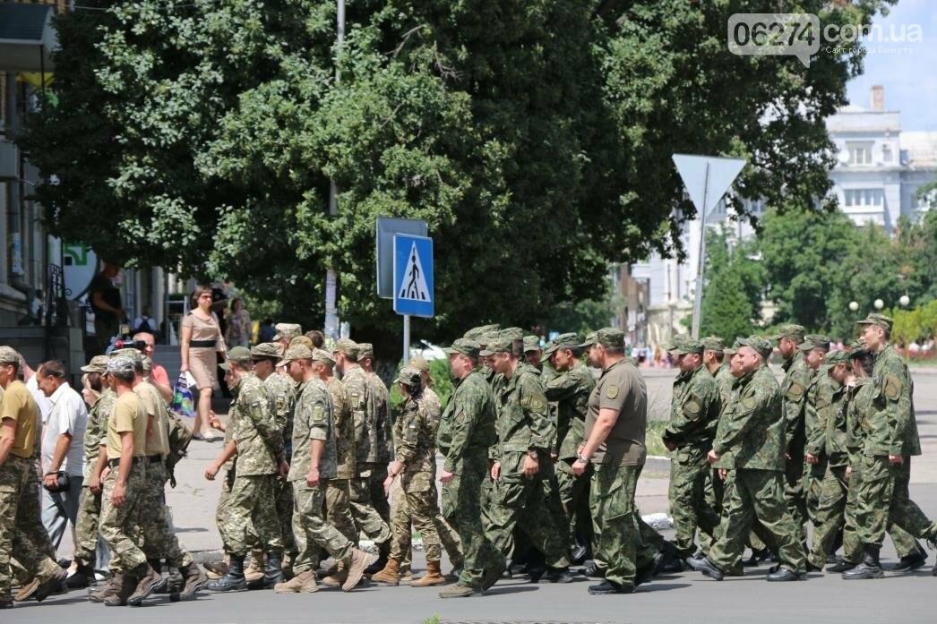 В Бахмуте развернули один из самых больших национальных флагов в Украине, фото-16