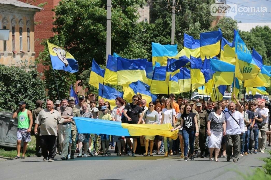 В Бахмуте развернули один из самых больших национальных флагов в Украине, фото-17