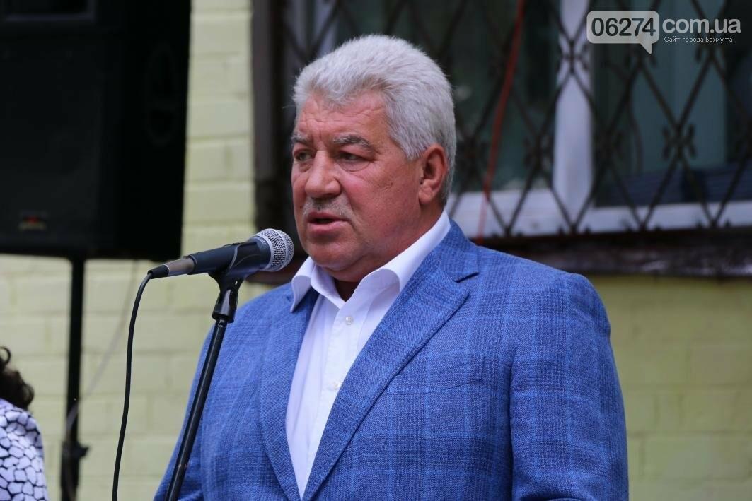 Мемориальную доску в Бахмуте открыли в честь защитников Украины, фото-6