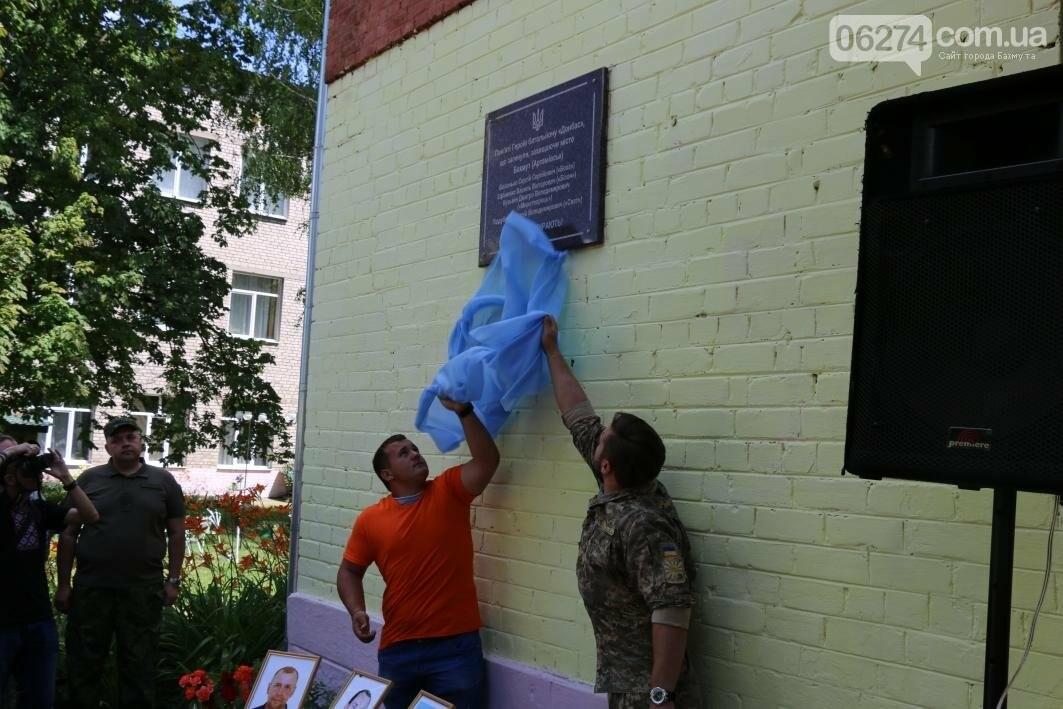 Мемориальную доску в Бахмуте открыли в честь защитников Украины, фото-9