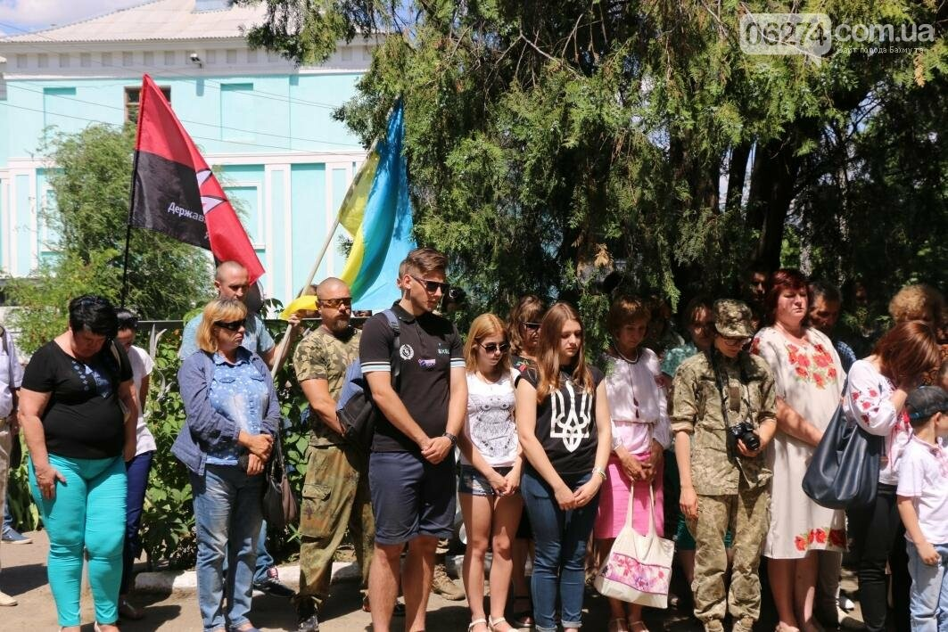 Мемориальную доску в Бахмуте открыли в честь защитников Украины, фото-2
