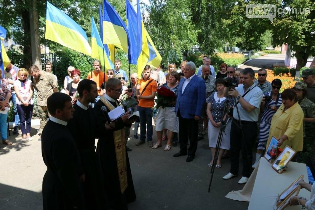 Мемориальную доску в Бахмуте открыли в честь защитников Украины, фото-10