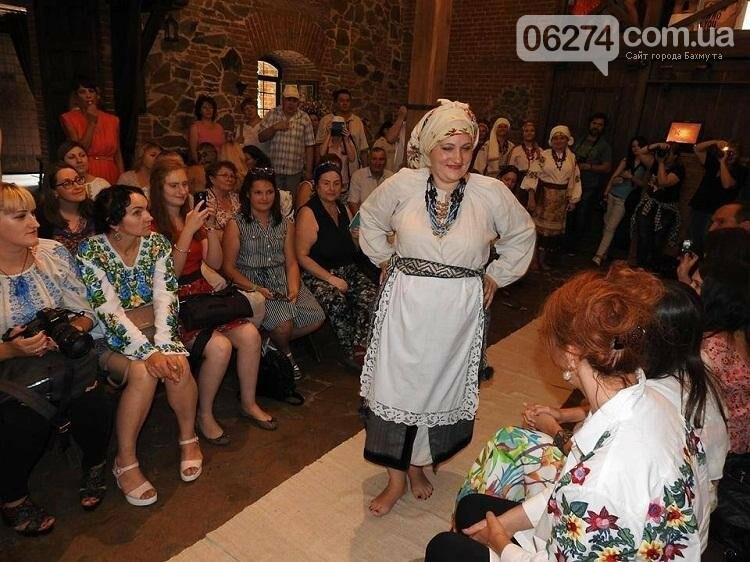 Бахмутчанки выступили на фестивале аутентичной и стилизованной одежды, фото-4