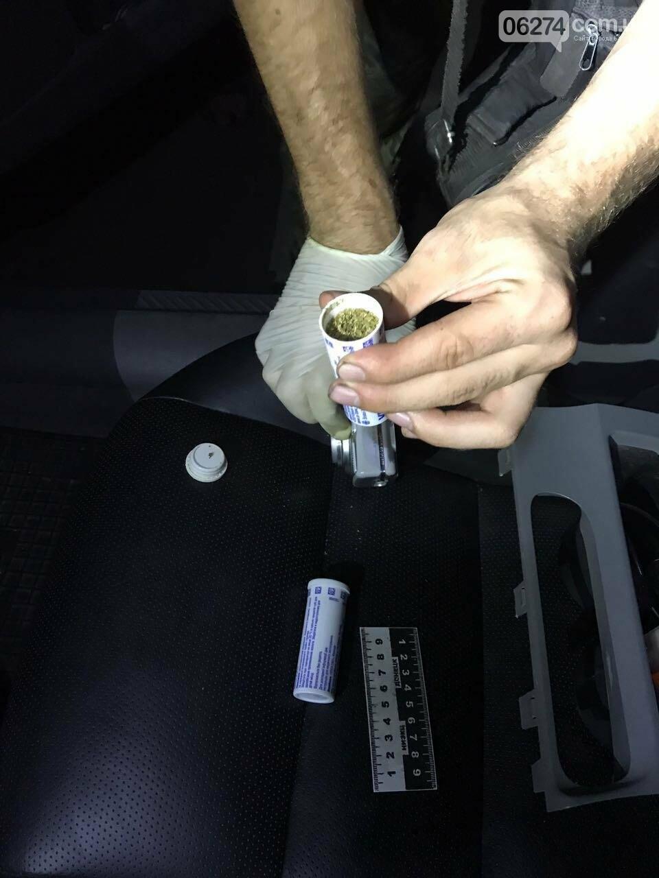 Иконы, наркотики и взятки – что творится на КПВВ «Майорск», фото-2