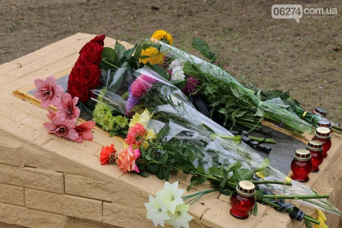 В Бахмуте почтили память жертв фашизма, погибших во время Второй мировой войны, фото-16