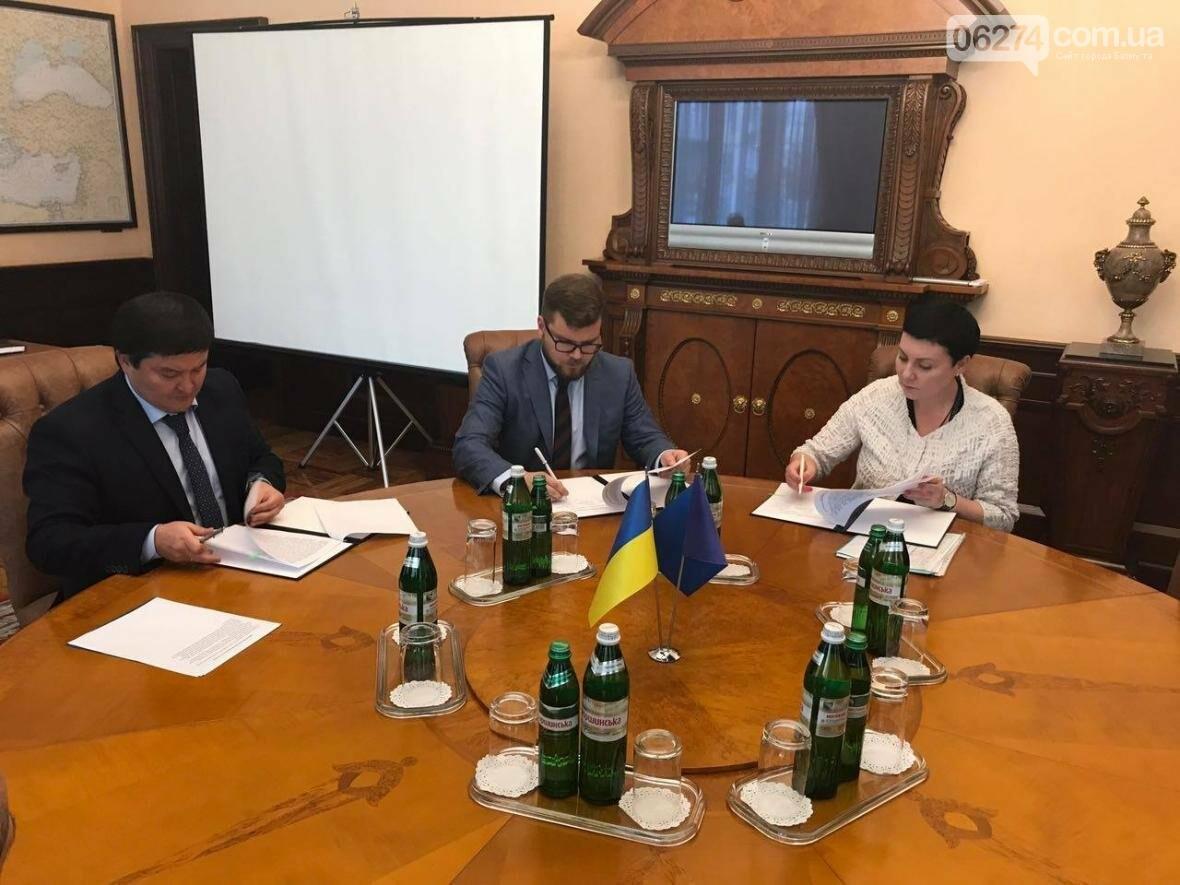 «Артемсоль» подписало трехсторонний меморандум о сотрудничестве с «Укравтодором» и «Укрзализныцей», фото-1