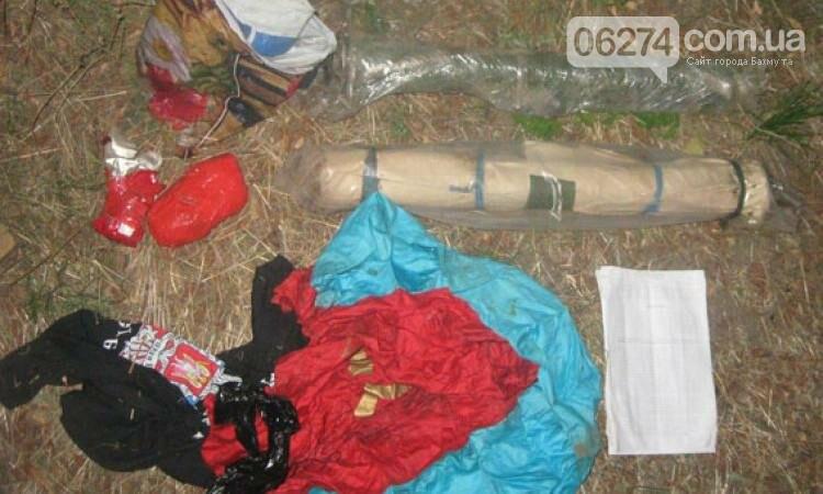 В Бахмуте по месту жительства беглого боевика правоохранители обнаружили схрон оружия, фото-2