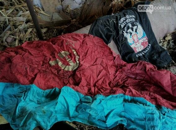 В Бахмуте по месту жительства беглого боевика правоохранители обнаружили схрон оружия, фото-4