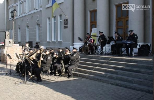 В Бахмуте выступил оркестр полиции Донецкой области в рамках проекта «Восток и Запад – вместе», фото-1