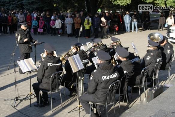 В Бахмуте выступил оркестр полиции Донецкой области в рамках проекта «Восток и Запад – вместе», фото-3