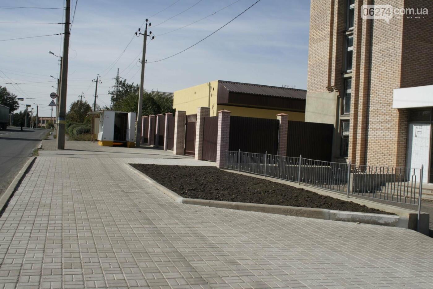 В Бахмуте продолжаются работы по инфраструктурным проектам и благоустройству города, фото-14