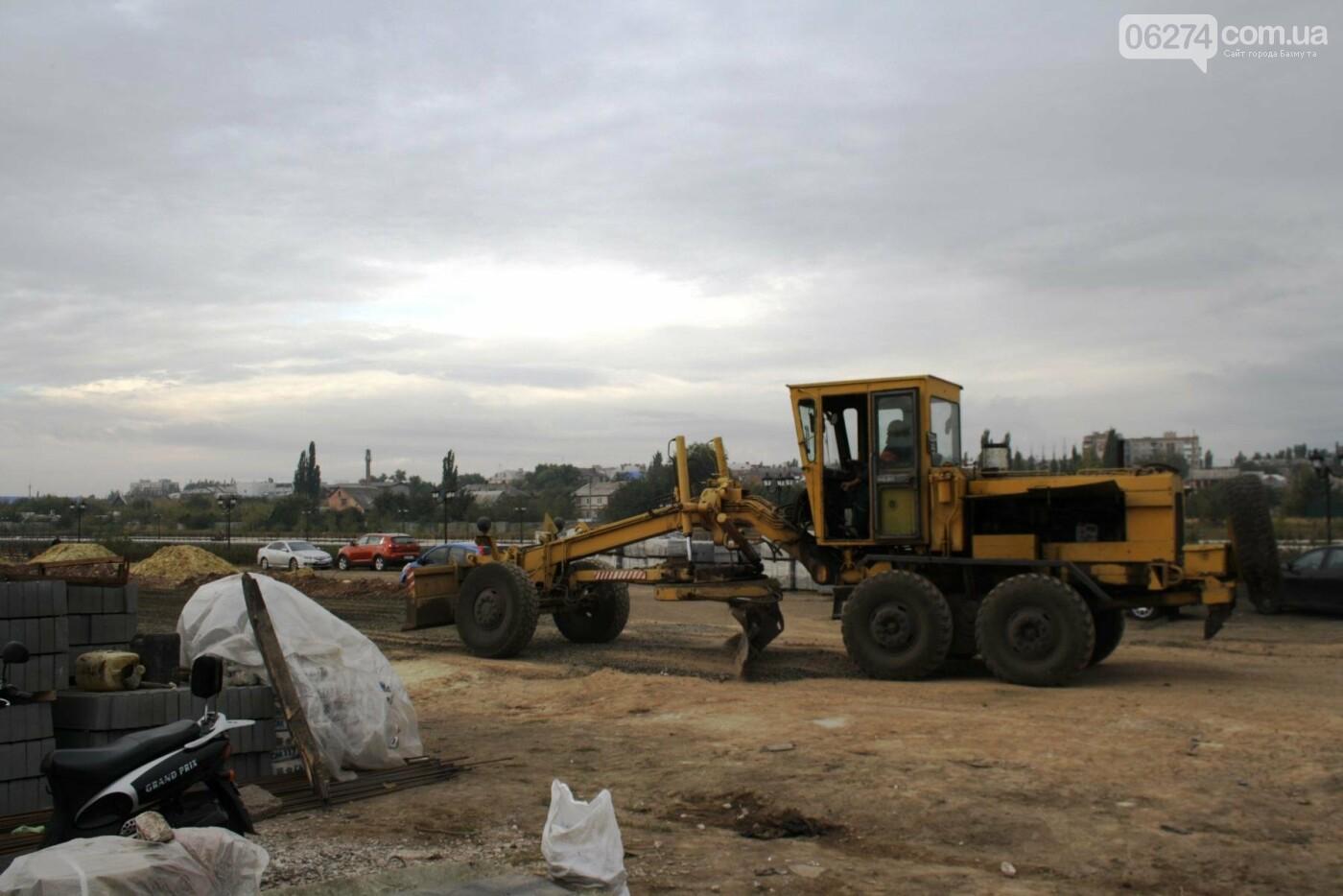 В Бахмуте продолжаются работы по инфраструктурным проектам и благоустройству города, фото-1