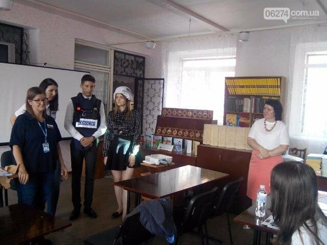 Представители ОБСЕ побывали в одной из школ Бахмута, фото-1