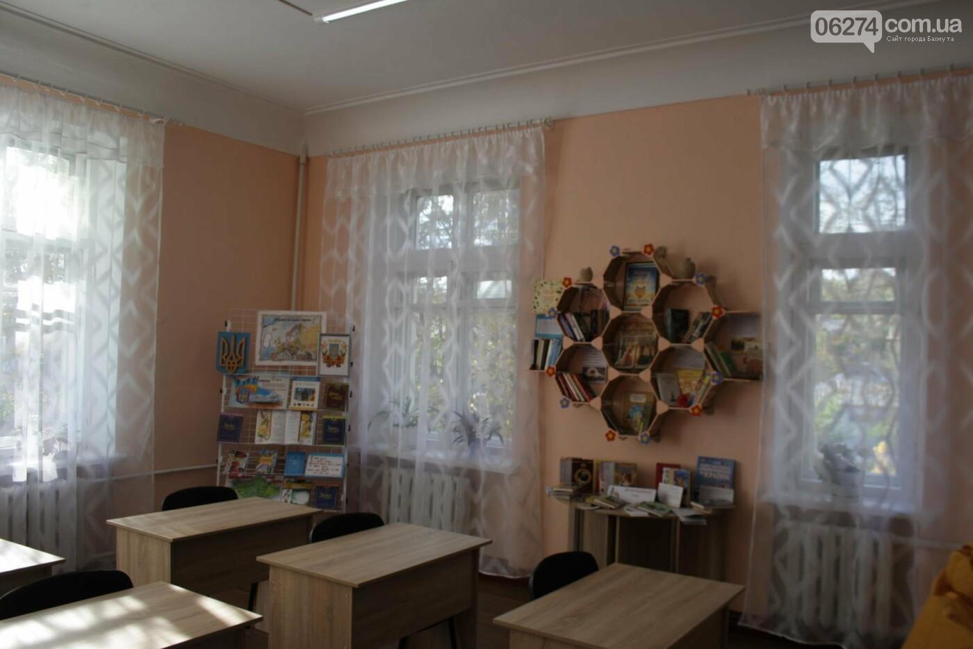 В одной из школ Бахмута появилась современная библиотека, фото-5