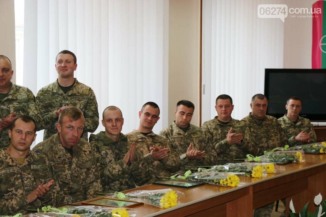С Днем Защитника Украины военнослужащих поздравил мэр Бахмута, фото-15