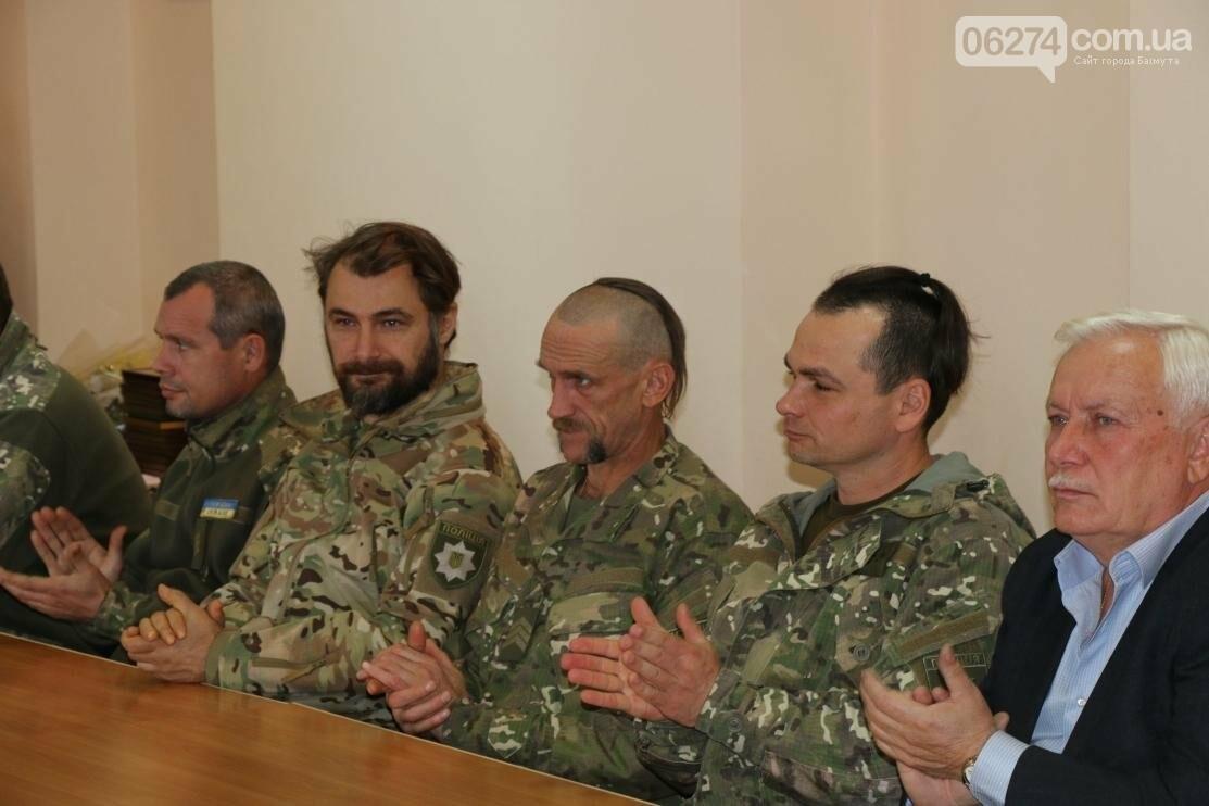 С Днем Защитника Украины военнослужащих поздравил мэр Бахмута, фото-11