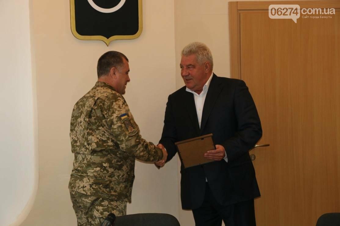 С Днем Защитника Украины военнослужащих поздравил мэр Бахмута, фото-12