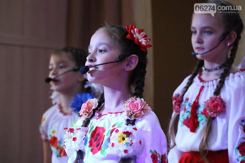 Для защитников Украины школьники города устроили фестиваль украинского творчества, фото-13