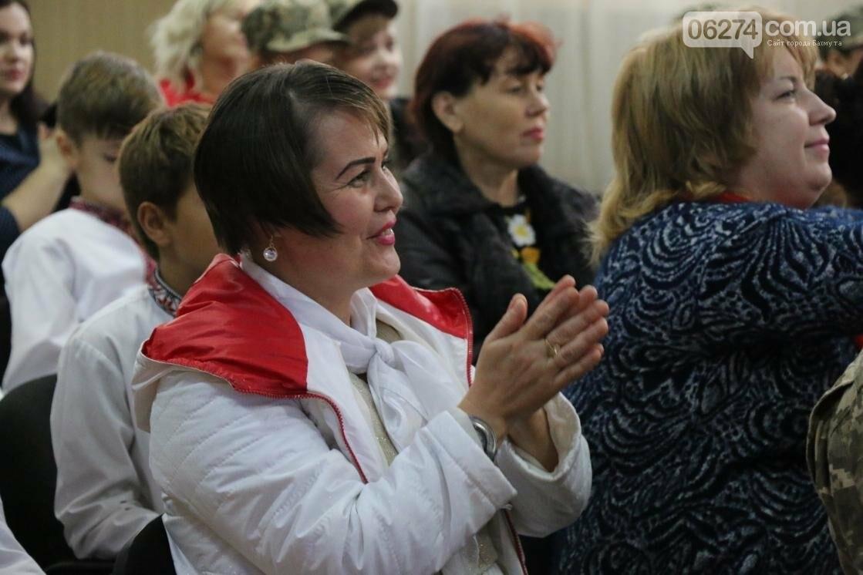 Для защитников Украины школьники города устроили фестиваль украинского творчества, фото-11