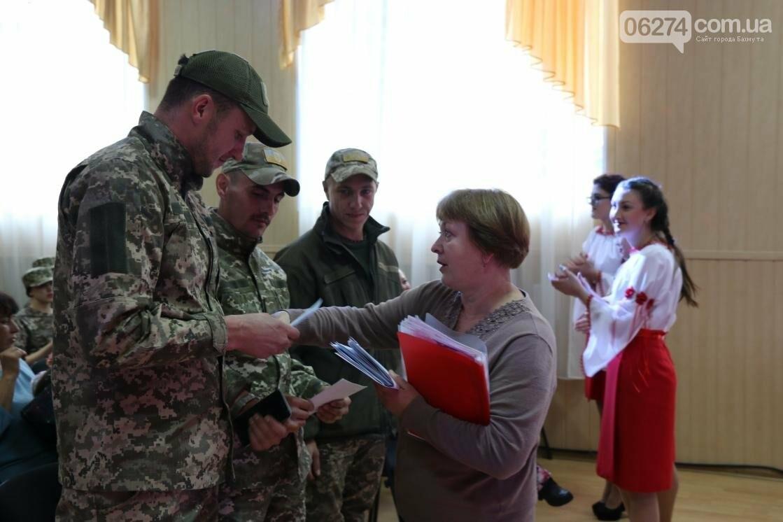 Для защитников Украины школьники города устроили фестиваль украинского творчества, фото-4