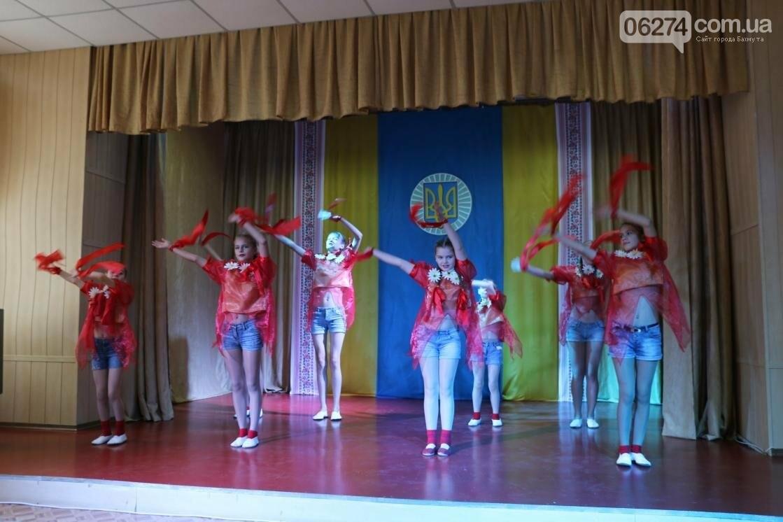 Для защитников Украины школьники города устроили фестиваль украинского творчества, фото-10